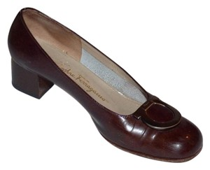 Salvatore Ferragamo Dressy Or Casual Excellent Vintage Antique Gold Gancini Great Everyday Heels Comfortable Classic brown leather Pumps