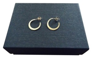 14k gold-filled scalloped earrings.