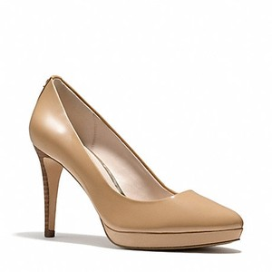 Coach Light camel Pumps