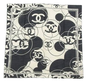 Chanel CC Black & White Scarf 210156