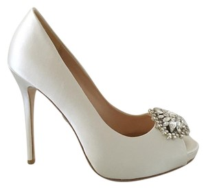 Badgley Mischka Jeannie Satin Pump Shoe Ivory Pumps