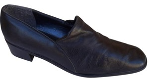 Stuart Weitzman Supple Leather Rubber Soles Charles Weitzman Soft Leather Black Pumps