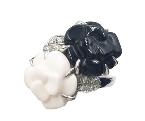Chanel Chanel 18k White Gold 750 Diamond Black and White Agate Ring