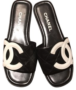 Chanel Black with white Sandals