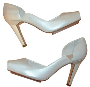Hype Kooky Peep Toe Cut-out Leather White Pumps
