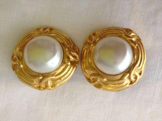 Chanel Authentic, Pearl, Gold Tone
