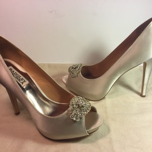 Badgley Mischka Goodie Satin Wedding Ivory Pumps