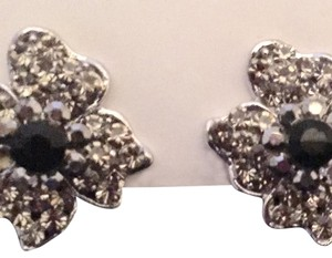 Uknown Vintage 40's Silvertone Clip On Earrings And The Shape Of A Flower