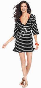 Kenneth Cole Reaction KENNETH COLE BLACK AND WHITE STRIPED HOODED SWIMSUIT COVERUP L