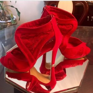 Liliana Red Platforms