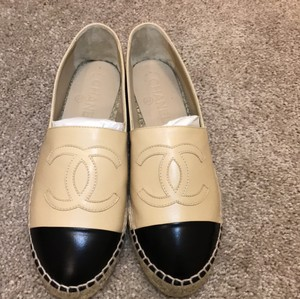 Chanel beigh Flats