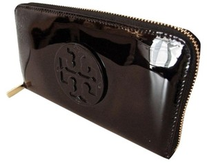 Tory Burch NWT TORY BURCH STACKED PATENT LEATHER ZIP CONTINENTAL WALLET BLACK