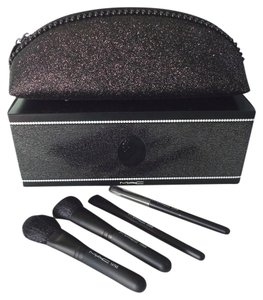 MAC Cosmetics Limited Edition Keepsakes in Extra Dimension Brush Kit w/Glitter Case