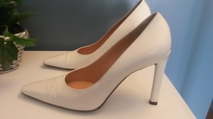 Richard Tyler Cream Pumps