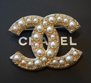 Chanel Chanel Classic Large CC Logo Pearl Gold Metal Brooch Pin