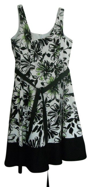 Preload https://item3.tradesy.com/images/jessica-howard-white-with-black-and-green-floral-above-knee-cocktail-dress-size-petite-4-s-1993682-0-0.jpg?width=400&height=650