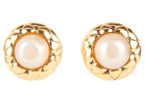 Chanel Vintage Round Gold And Pearl Center Clip On Earrings
