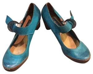 Everybody Teal and Brown Pumps