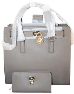 Michael Kors Hamilton Large Tote in Taupe