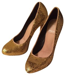 Dolce Vita Gold Pumps
