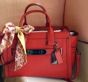 Coach Swagger Lg Sz Gunmetal Hardware Tote in Carmine