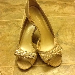 Caparros gold ivory Pumps