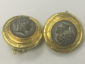 Vintage 18k Yellow Gold Black Cameo Clip On Earrings