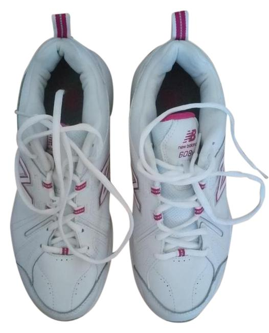 Item - White and Pink Training Sneakers Size US 10 Wide (C, D)