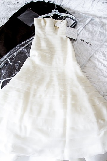 Vera Wang Ivory Layers Of Tulle & Silk Organza Baby Calla Lily Formal Wedding Dress Size 4 (S) Image 2