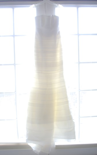 Vera Wang Ivory Layers Of Tulle & Silk Organza Baby Calla Lily Formal Wedding Dress Size 4 (S) Image 6