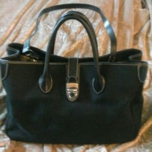 Dooney & Bourke Leather Classic Satchel in Black