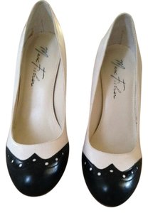 Marc Fisher Spectator Size 7 4 Inch Heels Ivory/Navy Pumps