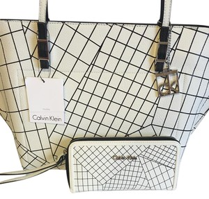 Calvin Klein Tote in Powder white