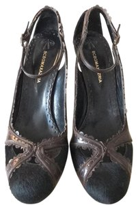 BCBGMAXAZRIA Black and deep brown Pumps