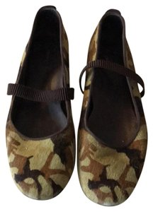 DKNY Green and brown camoflauge Flats