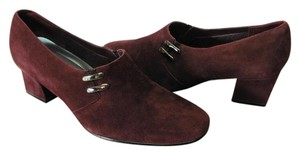 Karen Scott Suede Leather Size 7.50 M Very Good Condition Plum Pumps