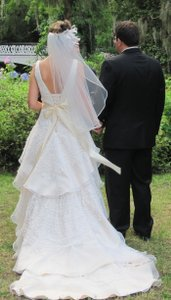 Simple And Modern Elbow Length Ivory Veil