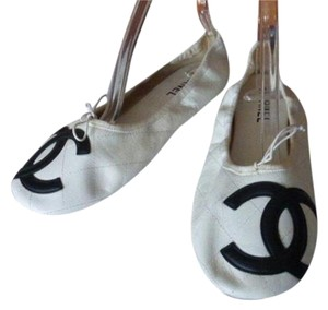 Chanel WHITE WITH BLACK LOGO Flats