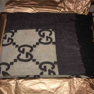 Gucci logo throw