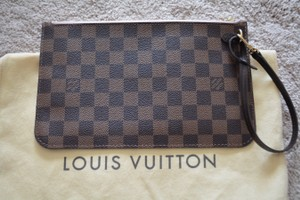 Louis Vuitton Pochette Wristlet in Damier Ebene with rose ballerine lining
