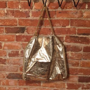 Tote in Gold