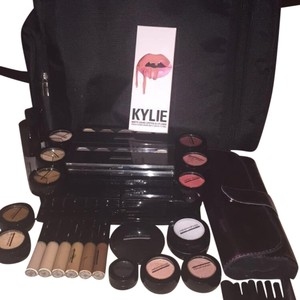 Kylie Cosmetics Professional Complete Makeup kit