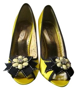 Poetic License New Satin Navy Yellow Pumps