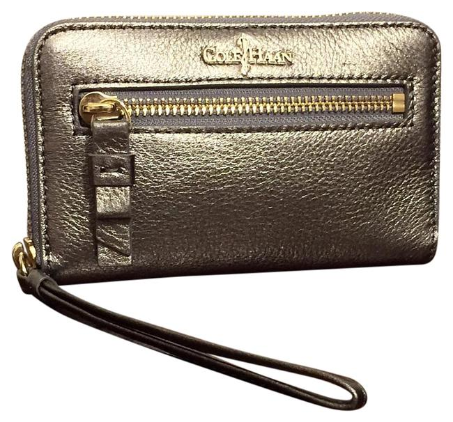 Item - Metallic Pewter Wallet Silver Leather Wristlet