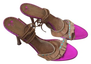 BCBGMAXAZRIA Brown suede w/ fuchsia accents Sandals