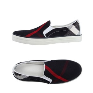 Burberry Blue black red white Flats