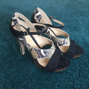 Boutique 9 Black & beige Platforms