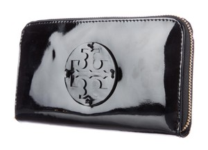 Tory Burch Black Tory Burch patent leather Reva ziparound wallet