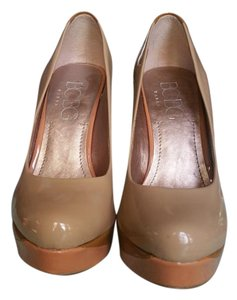 BCBGMAXAZRIA Pump Nude and Brown Patent Pumps