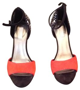 Rachel Roy Black/ orange red Pumps